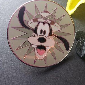 $6 🍁 Disney Goofy pin